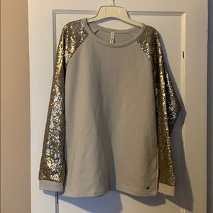 Tops - NWT silver/champagne sequined sweatshirt.